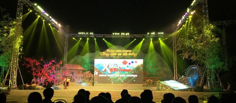 Sân khấu vững chắc, thiết kế và giàn dựng bắt mắt chính là linh hồn của sự kiện